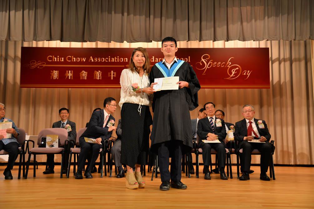 潮州會館中學的第三十屆畢業典禮相片集 (26/05/2018)相片12