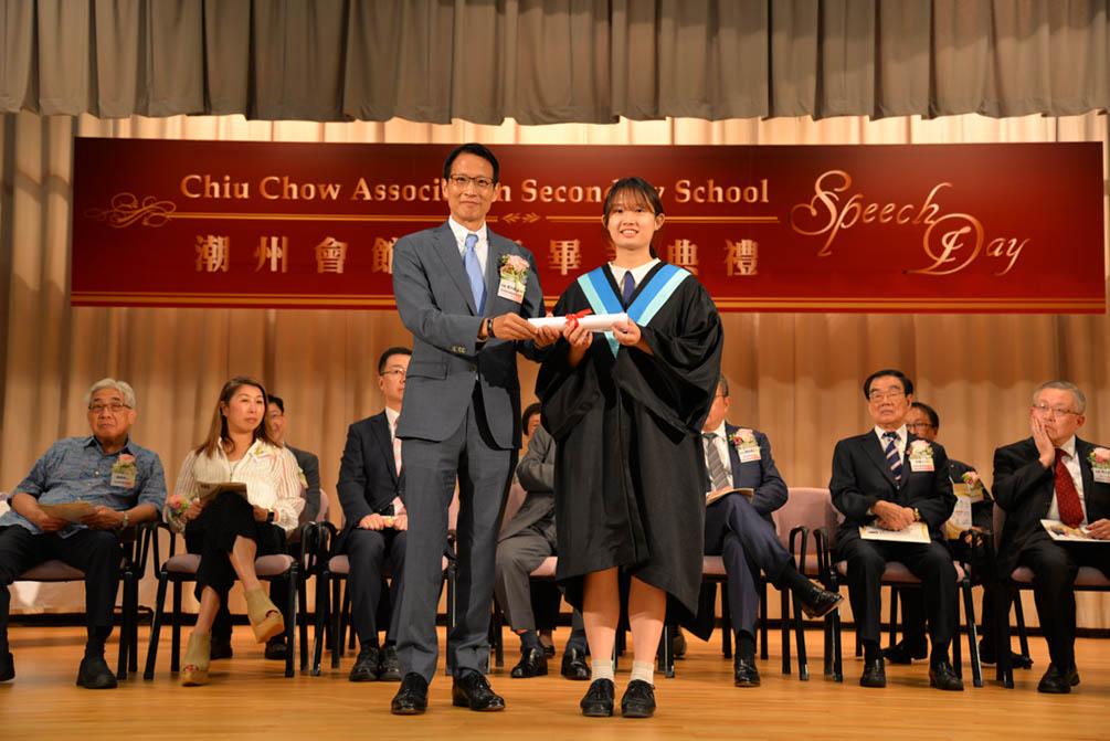 潮州會館中學的第三十屆畢業典禮相片集 (26/05/2018)相片42