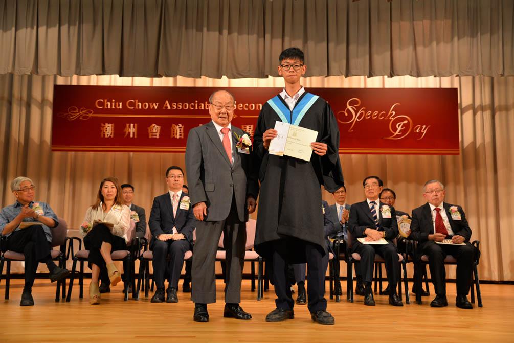 潮州會館中學的第三十屆畢業典禮相片集 (26/05/2018)相片17