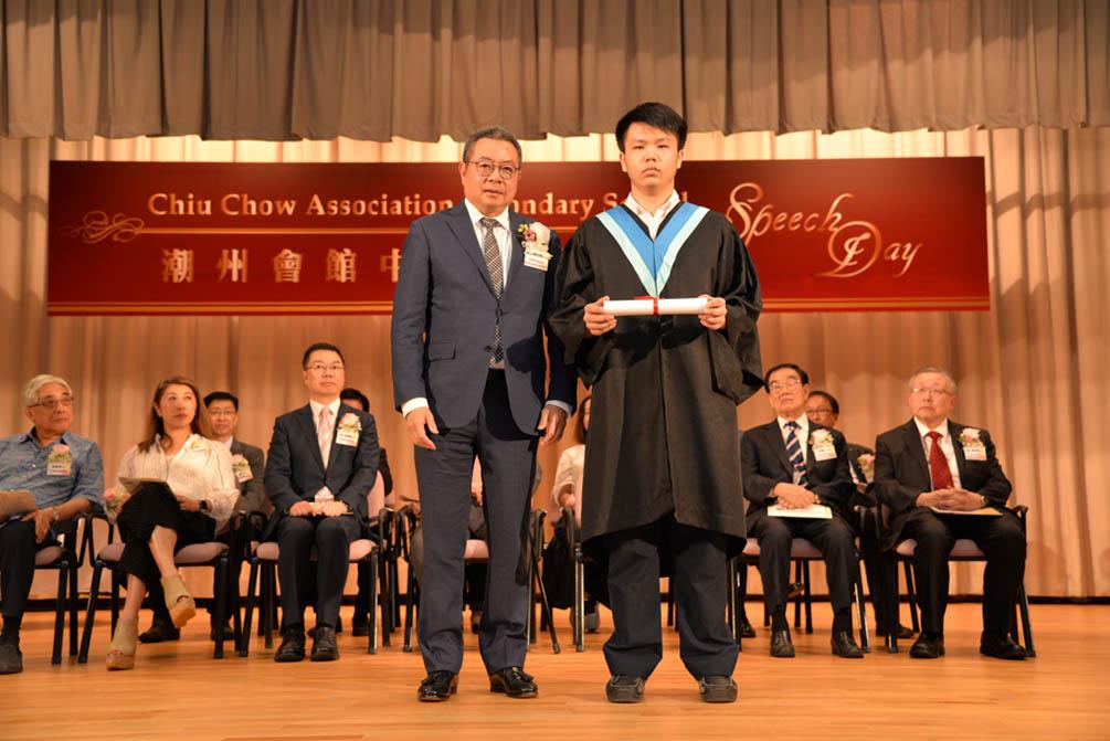 潮州會館中學的第三十屆畢業典禮相片集 (26/05/2018)相片68