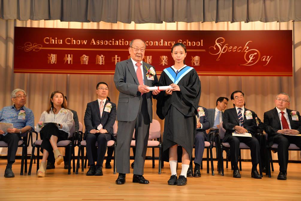 潮州會館中學的第三十屆畢業典禮相片集 (26/05/2018)相片73