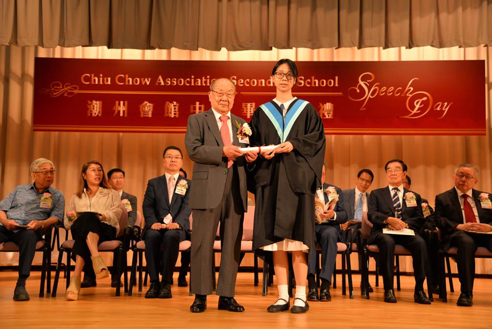 潮州會館中學的第三十屆畢業典禮相片集 (26/05/2018)相片72