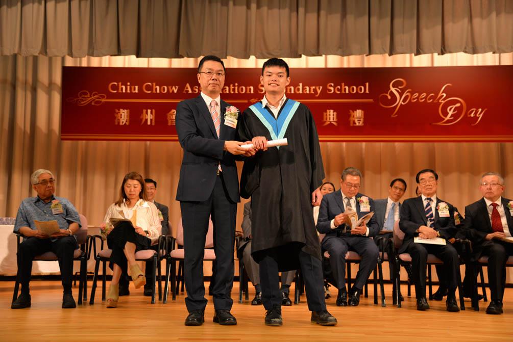 潮州會館中學的第三十屆畢業典禮相片集 (26/05/2018)相片57