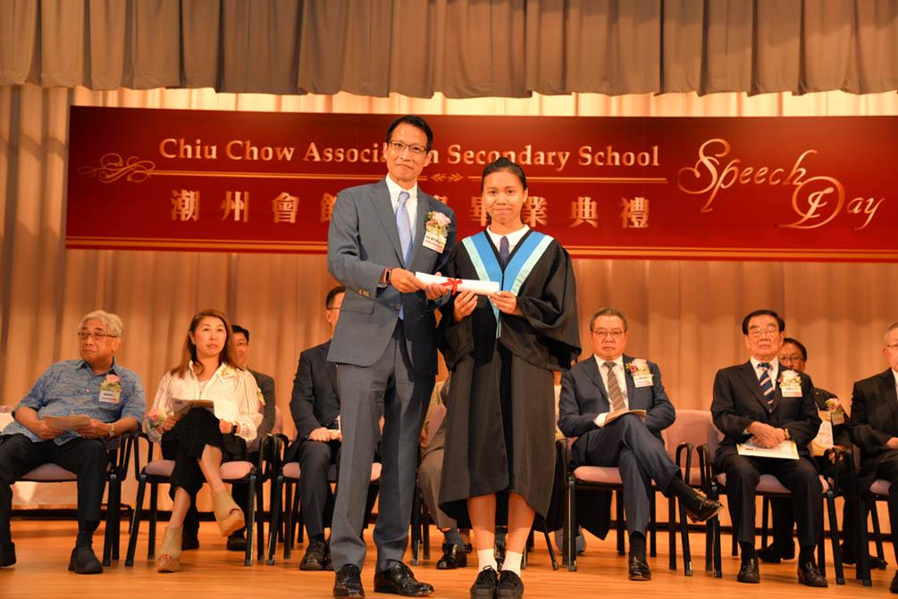 潮州會館中學的第三十屆畢業典禮相片集 (26/05/2018)相片43