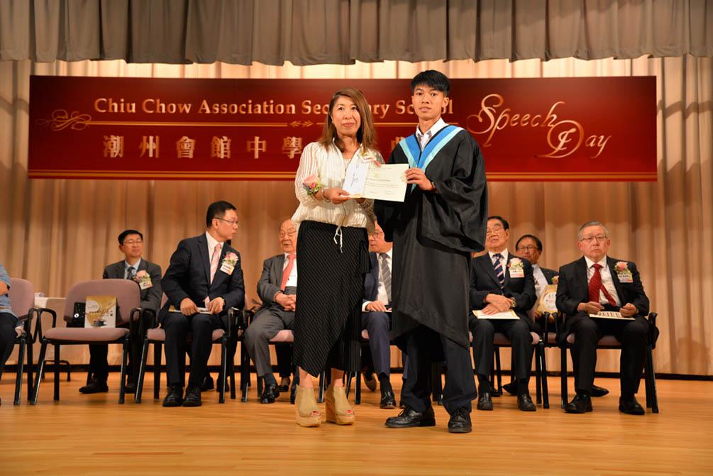 潮州會館中學的第三十屆畢業典禮相片集 (26/05/2018)相片11