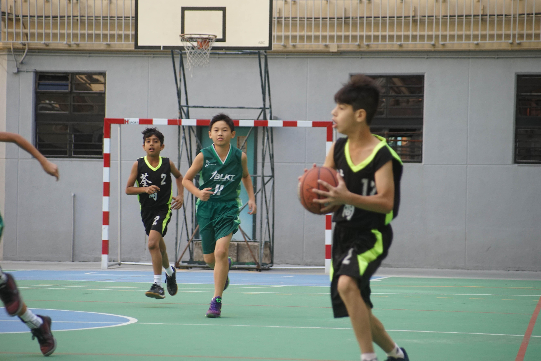 天主教慈幼會伍少梅中學的小學籃球賽相片8