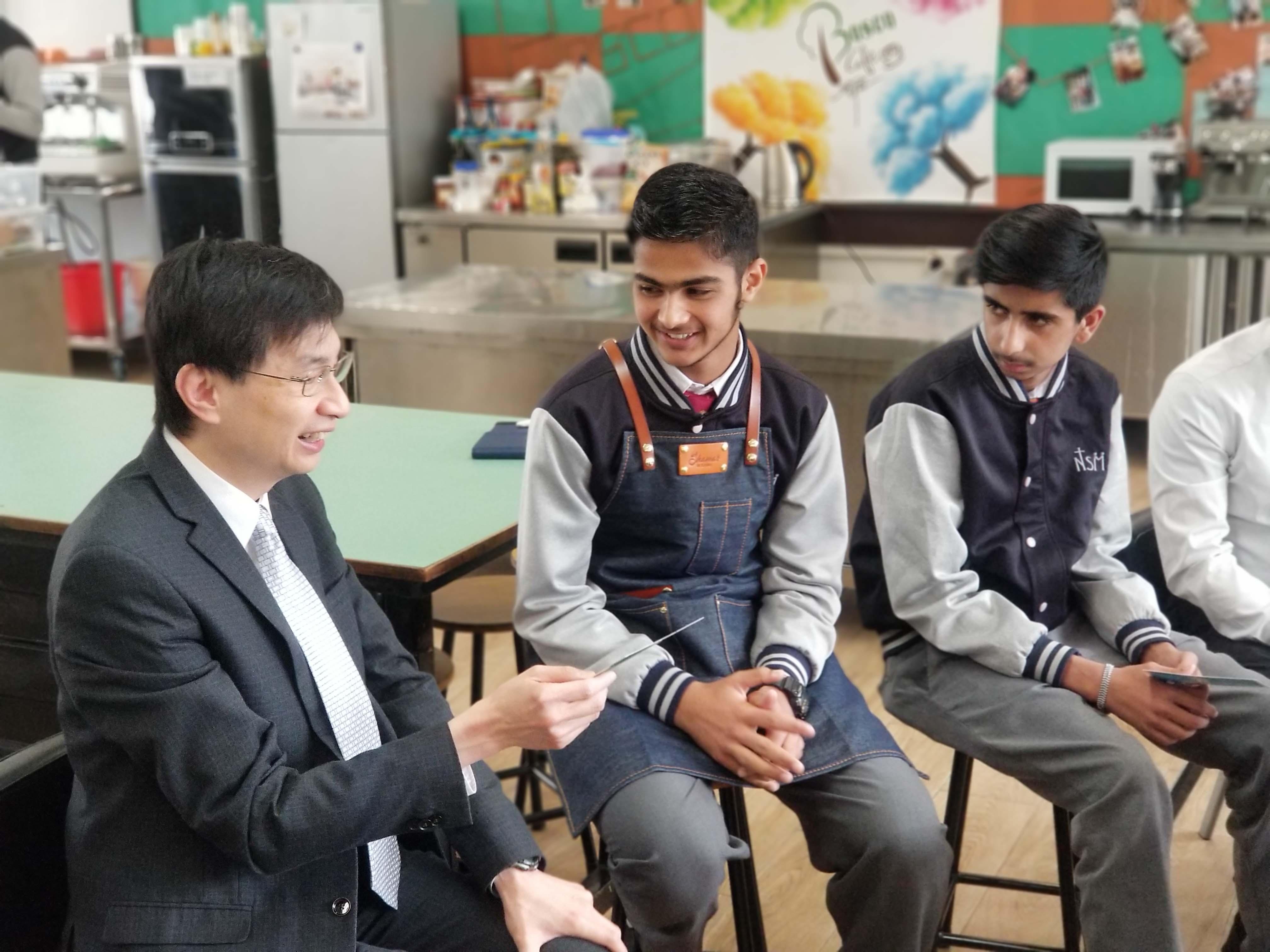 天主教慈幼會伍少梅中學的蔡海偉先生來訪相片2