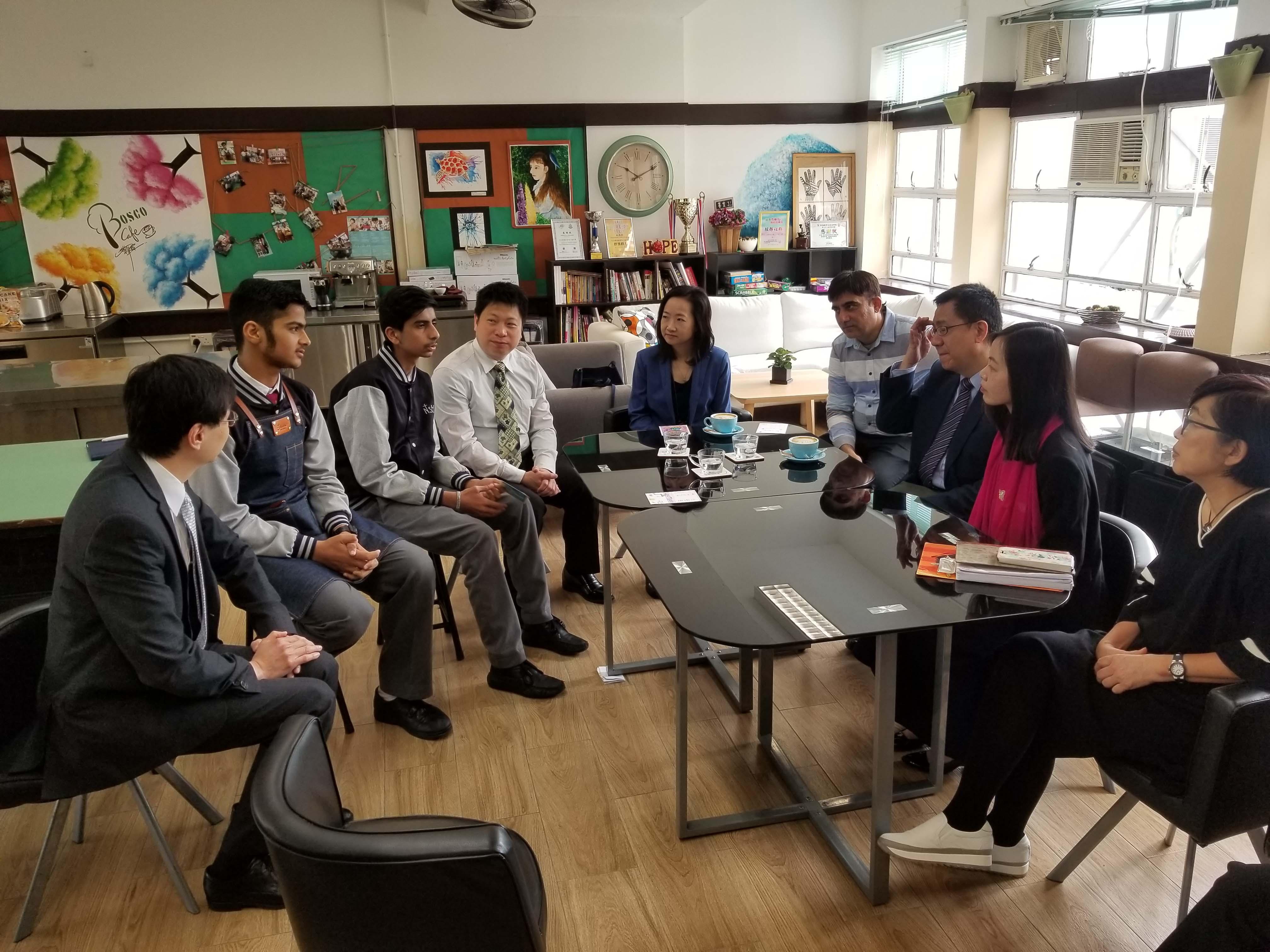 天主教慈幼會伍少梅中學的蔡海偉先生來訪相片1