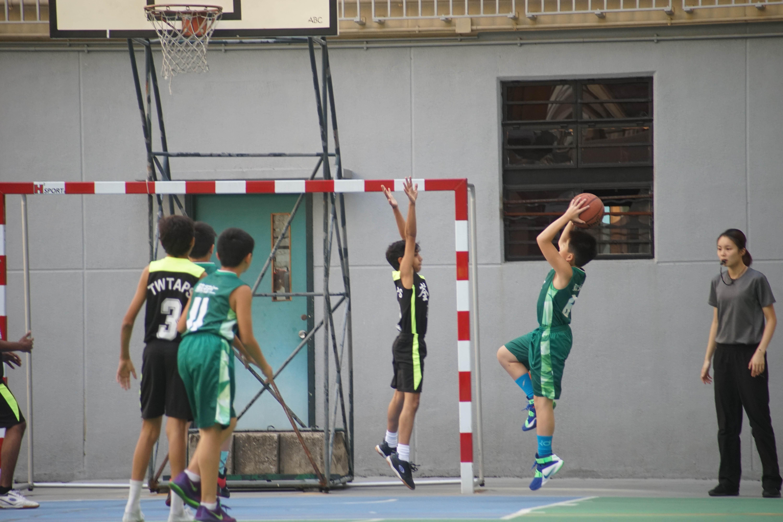 天主教慈幼會伍少梅中學的小學籃球賽相片20